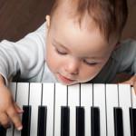 muzykalnoe-razvitie-rebyonka